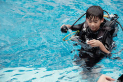 Child during diving lessons / Foto: (c) Fotolia