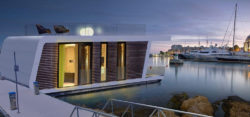 Houseboats - living on the water - (c) floatinghomes.de