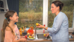 Cooking on a houseboat / Foto: © kuhnle-tours.de