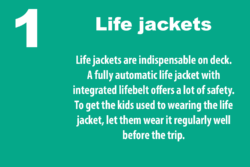 Grafik: © boot.de / Life jackets on deck are indispensable. A fully automatic life jacket with integrated life belt offers a lot of safety. Get spare cartridges for automatic lifejackets in advance.